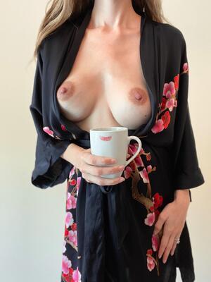 Free No bra Galleries