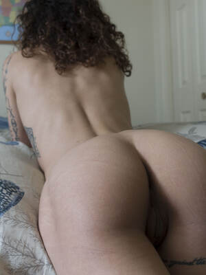 Bed head and booty creases