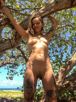 I found a nude beach, wanna come with me?
