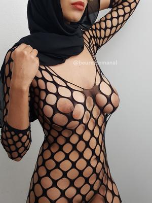 I love being a Muslim Hijabi slut