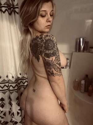 Free Girl With Tattoos Pics