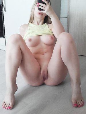 Teen Open Legs Selfie