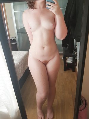 Redhead Frontal Nude in Selfshot