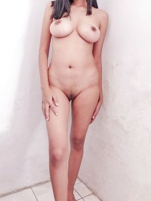 Amazing Body Mature Lady Frontal Nude