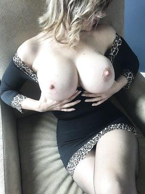 Hot Mature Lady Flash Amazing Big Boobs