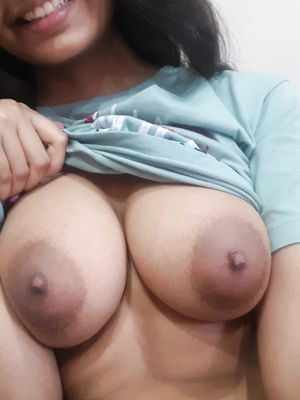 19 yo Indian Teen Flash Big Boobs