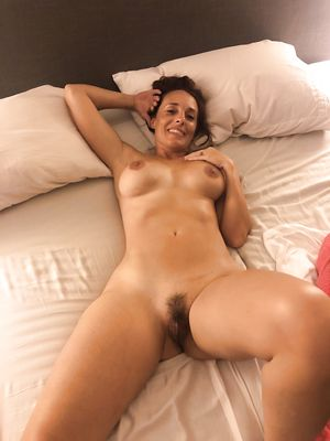 43 yo Nude in Bed