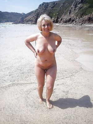frontal nude, nude, posing, pussy, tit